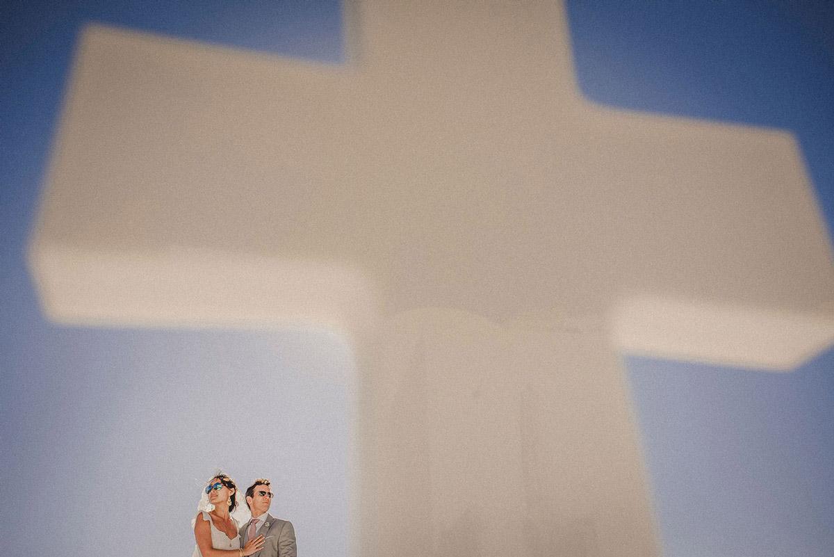 Image /var/www/vhosts/lvps92-60-120-255.vps.webfusion.co.uk/weddingphotographyselect/international/log-in/profiles/server/php/files/270/romantic-greece-elopement-in-santorini-.jpg By Livio Lacurre