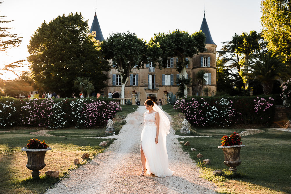 Image /var/www/vhosts/lvps92-60-120-255.vps.webfusion.co.uk/weddingphotographyselect/international/log-in/profiles/server/php/files/3392/emiliethomas_chateau_robernier_karolrobache_01072017-0491.jpg By Karol Robache