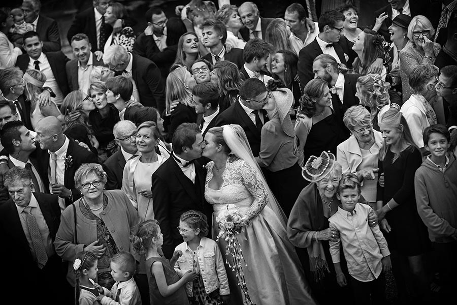 How To Get Your Guests To Participate In Your Wedding