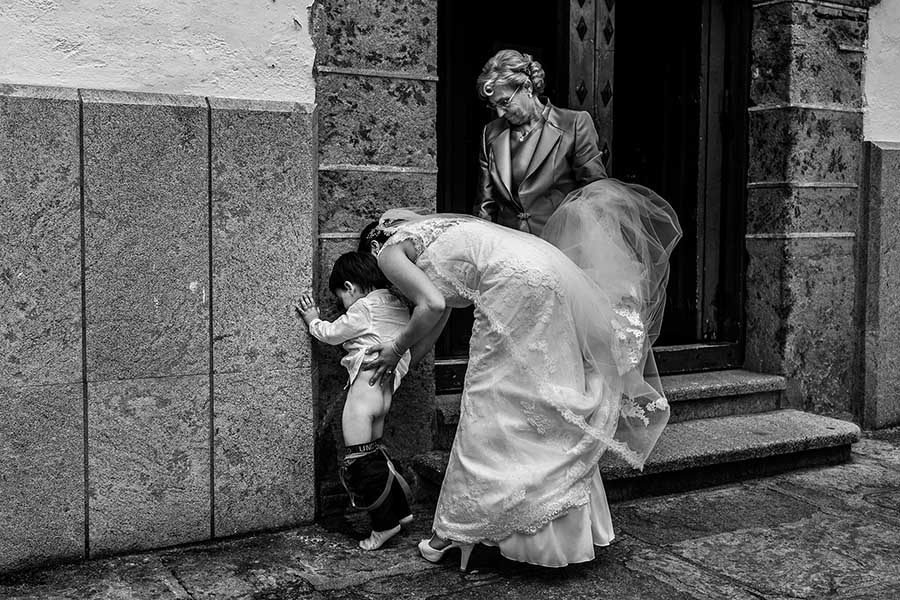 Photo Of The Day: Funny Wedding Photo Moments By Johnny García