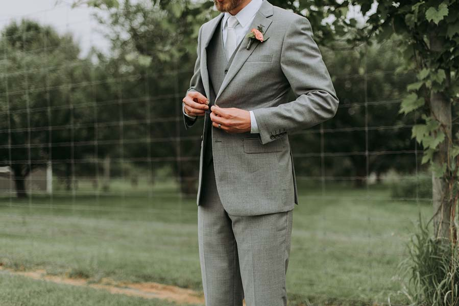 10 Ways to Involve the Groom in the Wedding Planning