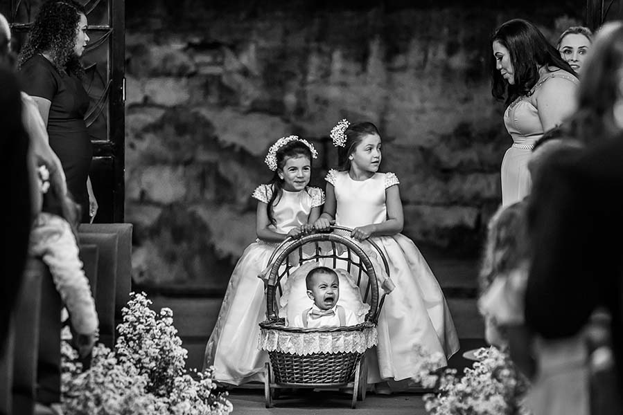 Learn How to Entertain Kids at a Wedding